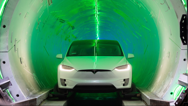 Hyperloop-Tunnel mit Model X