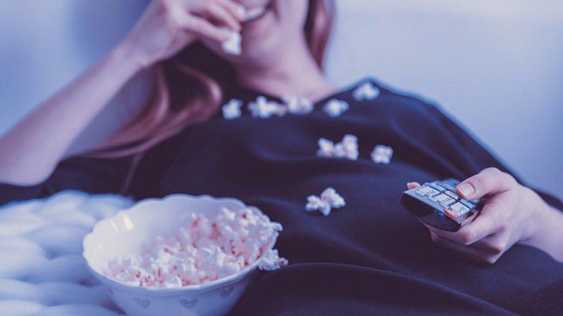 Popcorn, Sofa, Fernsehen, TV, Smart TV, Amazon Prime im Juni