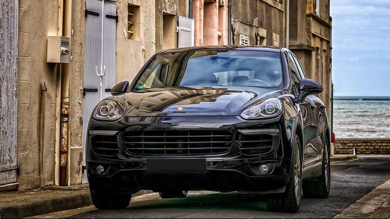 Porsche SUV Straße