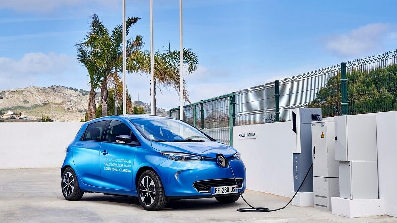 Renault Zoe an Ladestation auf Porto Santo