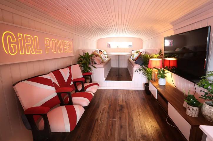 Spicebus Airbnb Wohnzimmer