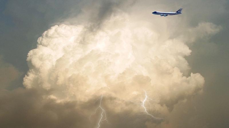 Blitzeinschlag im Flugzeug, Flugzeug, Gewitter