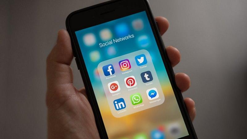 Social-Media-Apps, Social Media, soziale Netzwerke, WhatsApp und Instagram, iPhone