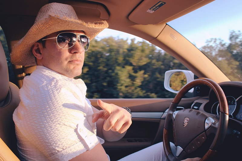Junger Mann, Hut, Autofahrer, Auto