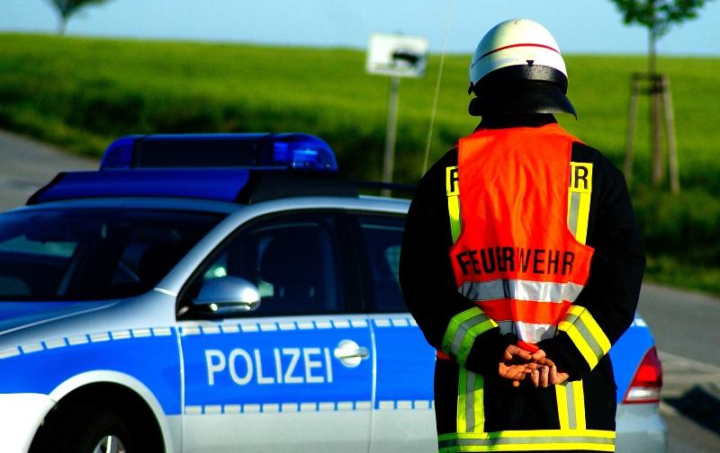 Unfall, Verkehrsunfall, Auto, Polizei, Feuerwehr