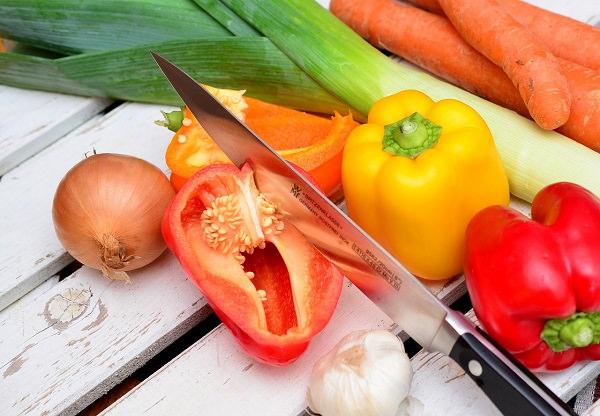 Gemüse, Paprika, Zwiebel, Lauch, Knoblauch, Messer, Karotten