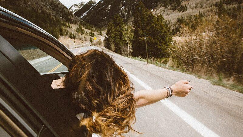Frau, Auto, Berge, Straße, Roadtrip