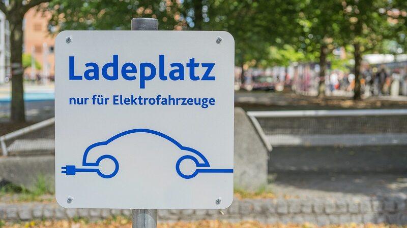 Elektroautos, Ladeplatz