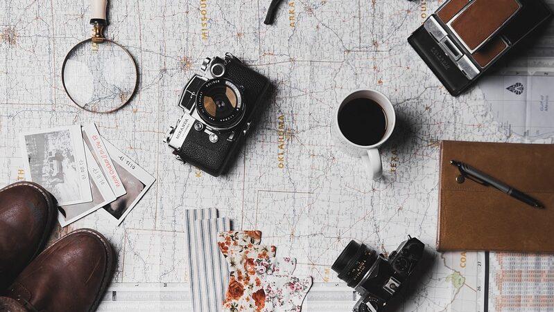 Reiseutensilien, Kamera, Landkarte, reisen