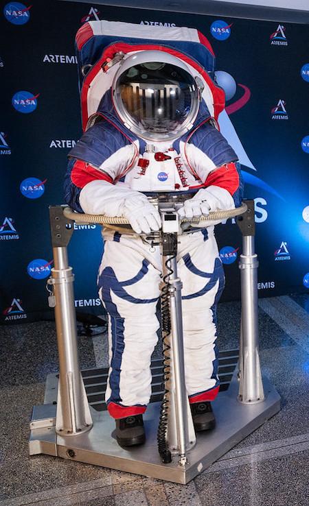 NASA, Artemis-Raumanzug, Weltraum