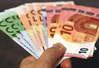 Geld, Euro, Geldscheine, Gehalt