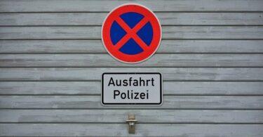 Halteverbot, Polizeiausfahrt, Verkehrsregeln