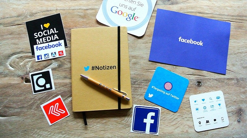 Social Media, Notizbuch, Postkarte, Sticker, B2B Social Media Marketing