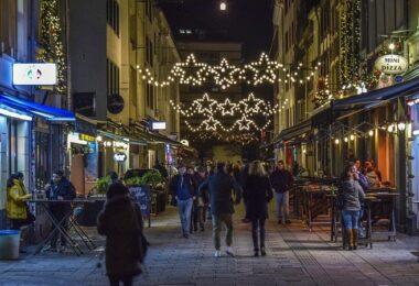 Weihnachten, Innenstadt, Weihnachtsschmuck, Weihnachtsshopping, Weihnachts-Shopping