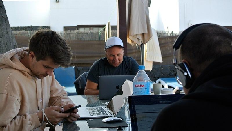 Workation auf Lanzarote: Einblicke in das Pop-up-Office von Cyperfection