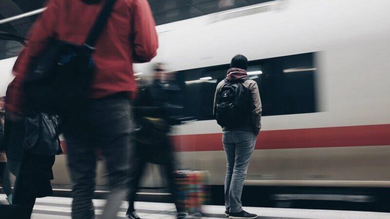 ICE, Bahn, Fahrgäste, Bahnsteig