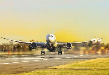 Flugzeug, Virgin Airlines, Landebahn, Startbahn, reisen, fliegen, synthetisches Kerosin