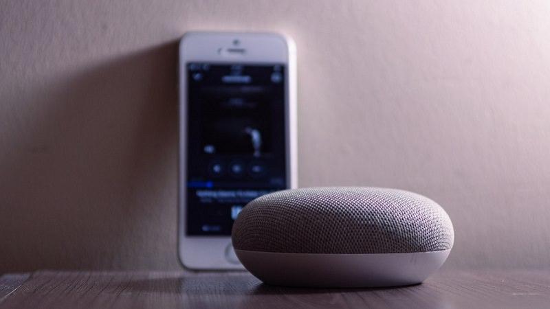 Google Home Mini, iPhone, Smart Speaker, Amazon Alexa aktivieren