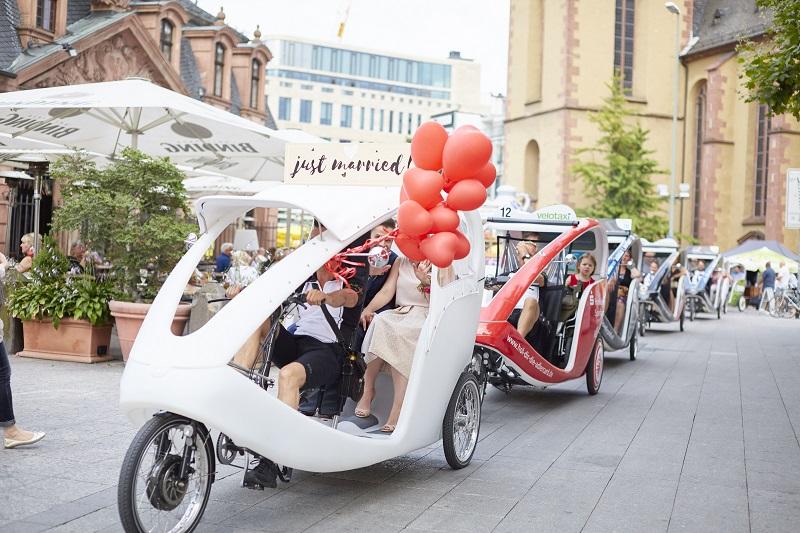 Velotaxi Frankfurt, Hochzeit, Braut, Feier, Fahrrad