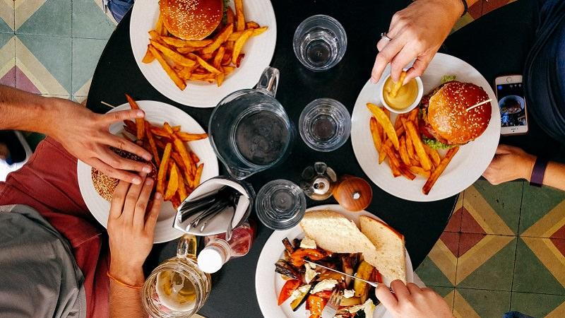 Essen, Burger, Pommes, Fast Food, Bestellung, Essen bestellen und liefern lassen