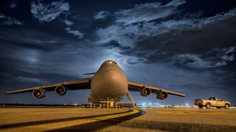 Flugzeug, Jumbo Jet, Landebahn, Startbahn, Flughafen, reisen