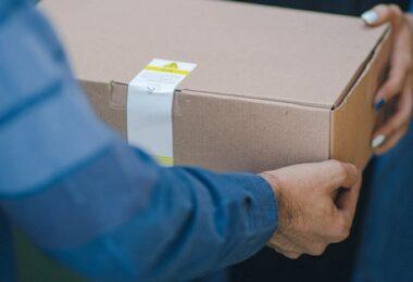 Paket, Paketbote, Postbote, Amazon, Amazon A-bis-Z-Garantie