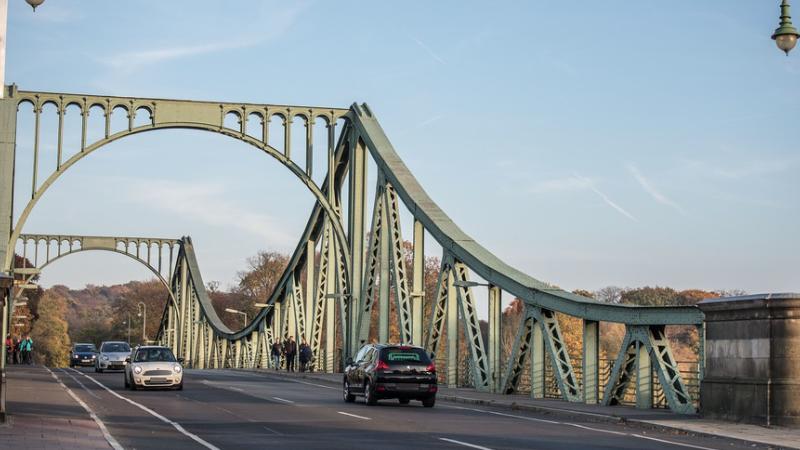 Potsdam, Brücke, Autos