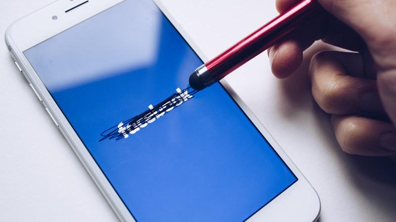 Facebook, Facebook-App, Smartphone, Facebook-Boykott