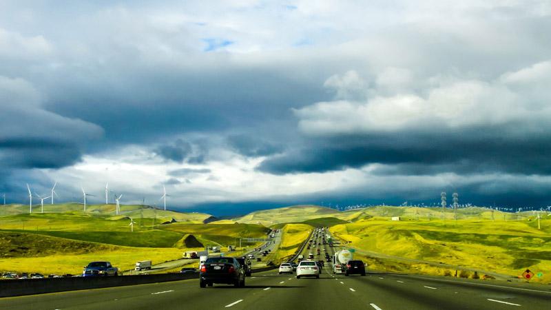 Landschaft, Autos, Straße, Windräder, Ökostrom, Elektroautos