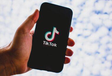 Tik Tok, Bytedance, Smartphone, blauer Himmel, Zwischenablage