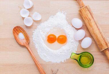 backen, kochen, Kuchen, Mehl, Eier, Nudelholz, Eierschalen, beliebteste Hobbys