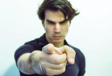 Fingerzeig, Finger, Mann, Verantwortung, überzeugend argumentieren, besser argumentieren