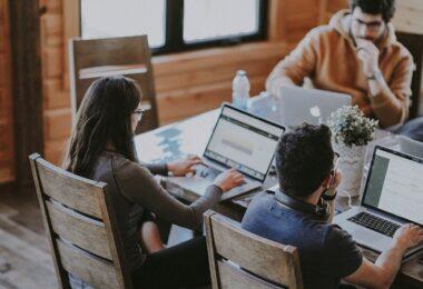 Büro, Startup, Team, Teamarbeit, Computer, Laptops, besser programmieren