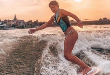 surft, surfen, Frau, Sport, Rhein, Köln