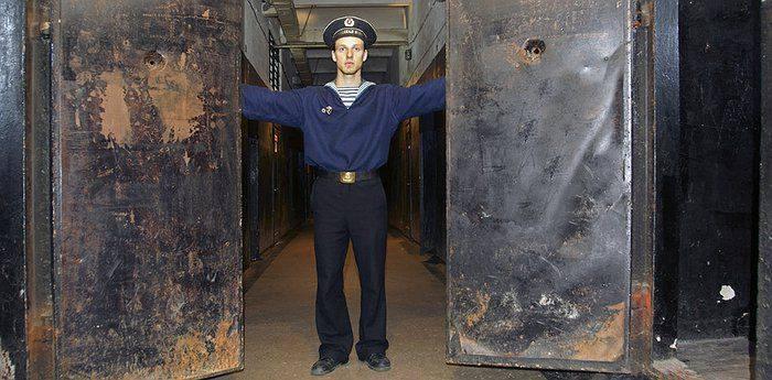 Karosta Gefängnishotel, Lettland, Aufsichtsperson