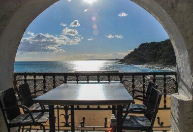 Sonnenterrasse, Terrasse, Balkon, Meerblick, Meer, Strand, Sonnenuntergang, Workation mit Familie