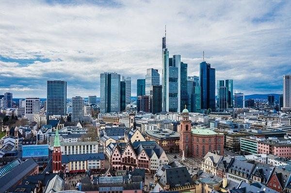 Frankfurt am Main, Skyline Frankfurt, Bankenviertel, Durchschnittsgehalt