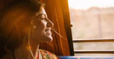 Frau, Lächeln, Zug