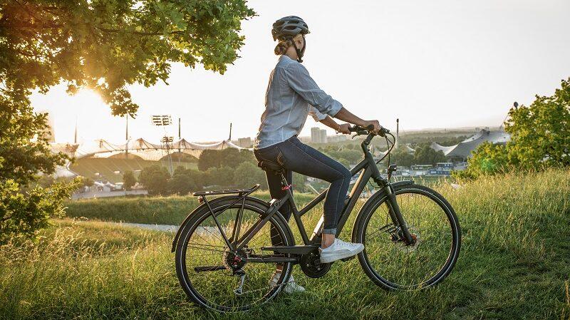 Frau, Fahrrad, E-Bike, Rebike, E-Bike-Abo
