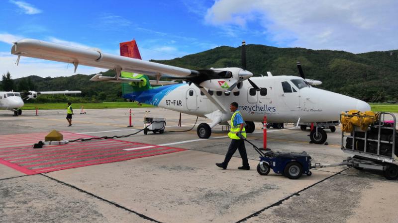 Praslin Island Flughafen, Seychellen, Landebahn, Flugzeug
