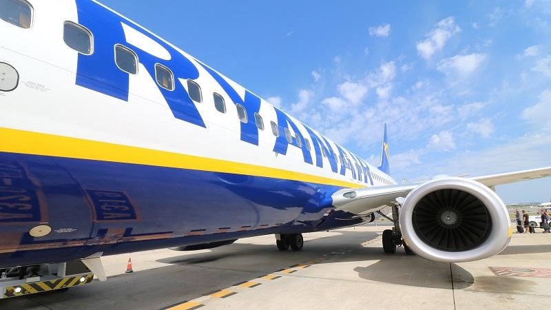 Ryanair, Flugzeug, Billigflieger, Landebahn, Flughafen, Urlaub