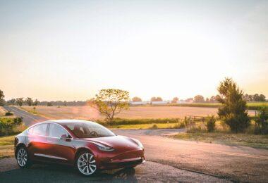 Tesla Model 3, Sonnenuntergang, Landschaft, Elektroauto
