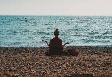 Stress abbauen, Meditation, Atmung, Yoga, Studie, Arbeit, Studium