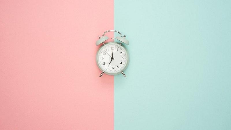 Wecker, Morgenroutine, aufwachen, aufstehen, Start in den Tag