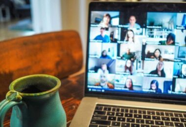 Videocall, Meeting, Home-Office, peinliche Calls, peinliche Video Calls, peinliche Videocalls