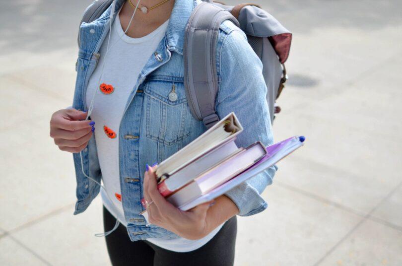 Bücher, Student, Rucksack, Unterwegs, Studentenjobs