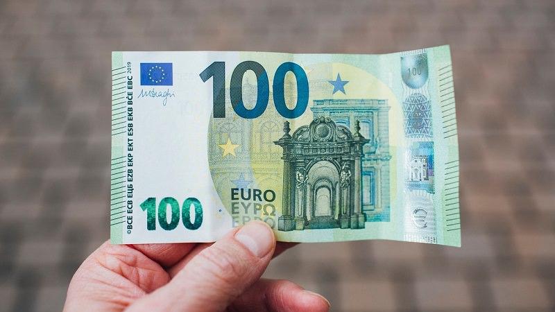 Euro, 100-Euro-Schein, Geld, Gehalt, Jahresgehalt