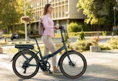 Frau, E-Bike, Blaupunkt, Frida 500, Klapprad, Faltrad, Fahrrad