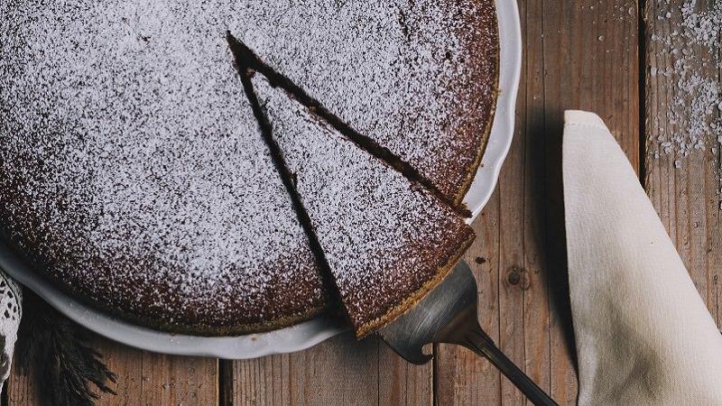 Kuchen, Kuchenstück, Kuchengabel, Firmenanteile weggeben