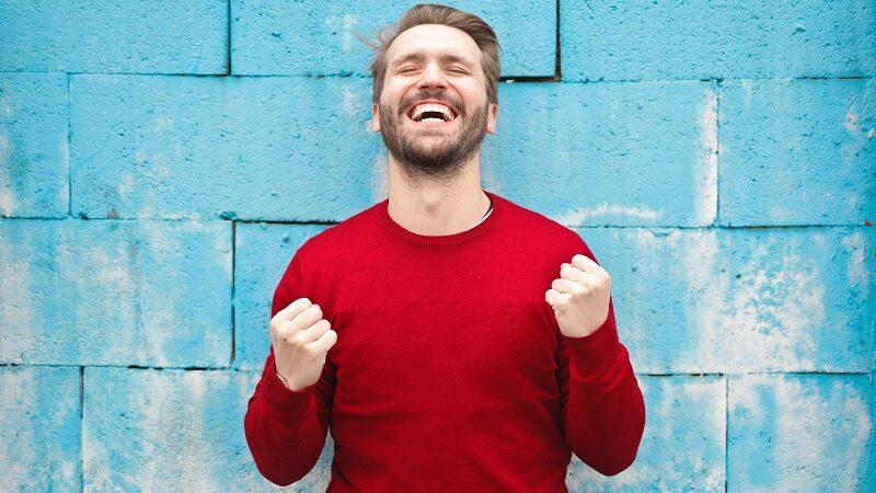 Mann, Glück, Sieg, Freude, Selbstbestimmung im Job